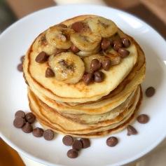 Greek yogurt pancakes with bananas